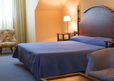 habitacion estandar del hotel antequera con cama de matrimonio