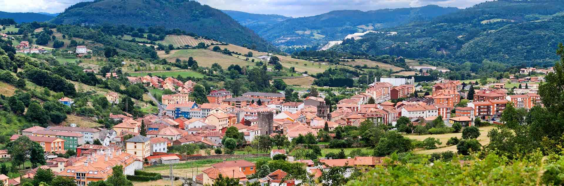 Vistas panorámicas de Salas en Oviedo, Asturias