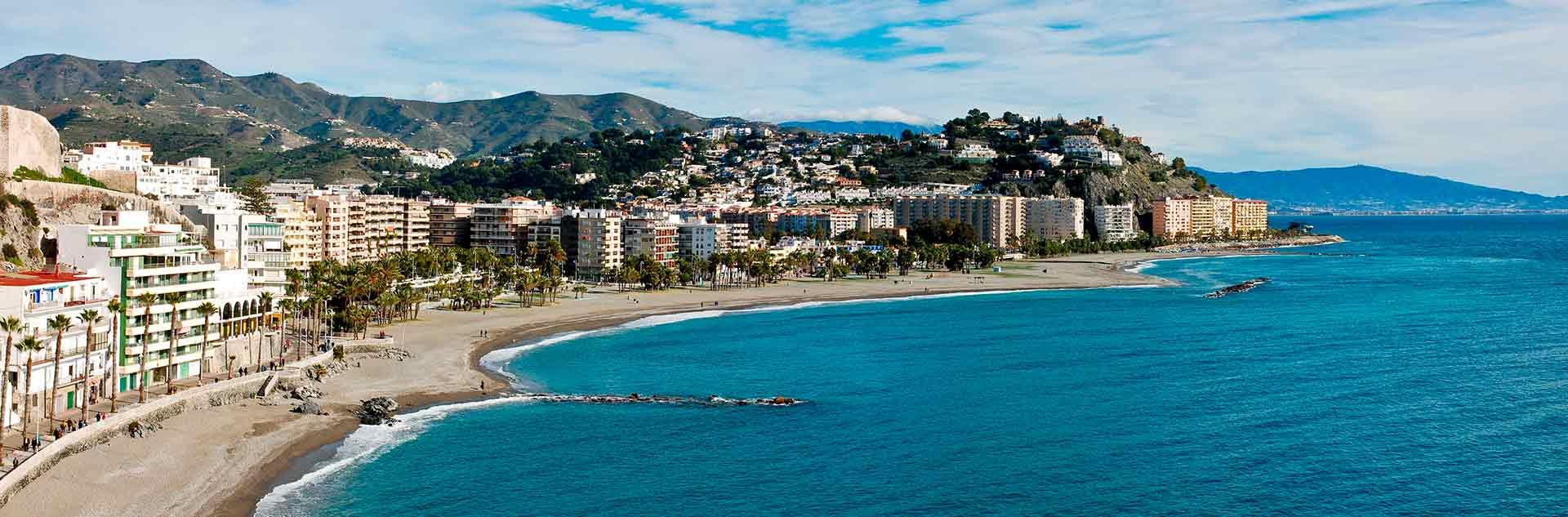 Vista panorámica de la playa de Almuñecar, Granada