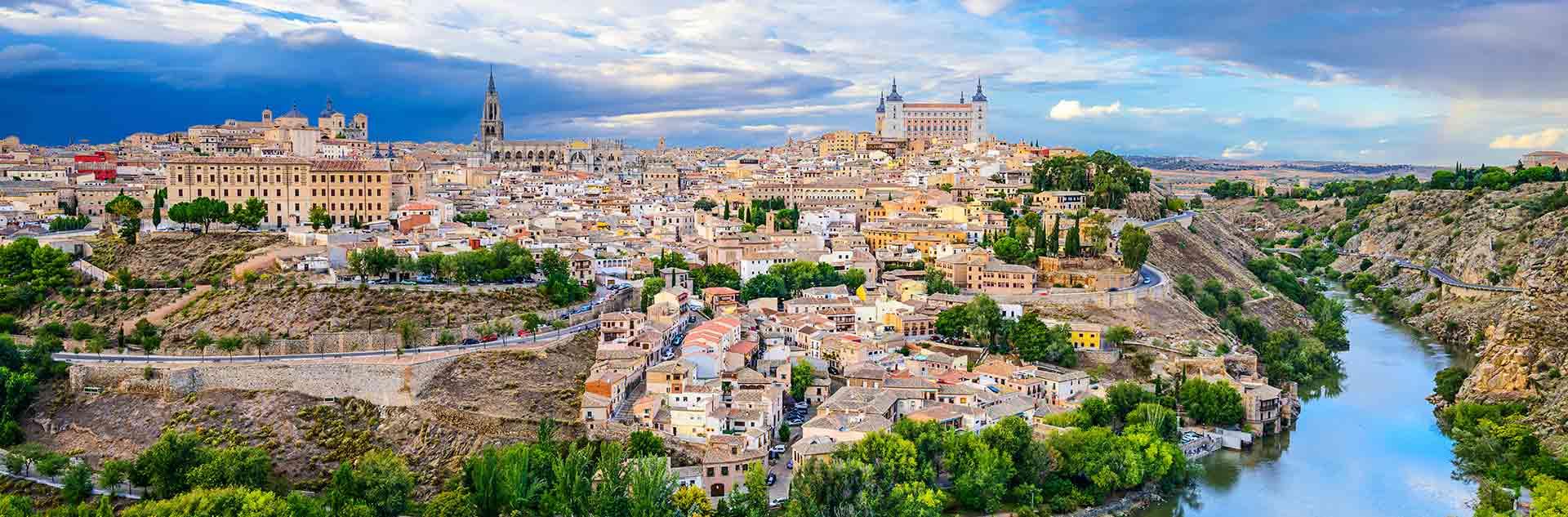 Vistas panoramicas de Toledo con el rio Tajo
