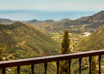 Vistas del paisaje de Marbella desde un balcón del hotel de *