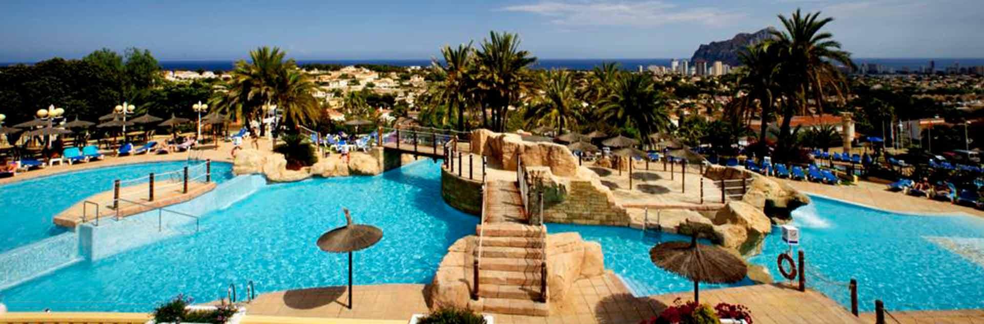 Piscinas exteriores del hotel AR Impertial Park Spa Resort de Calpe