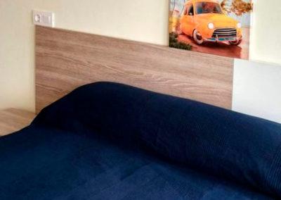 Habitación con cama de matrimonio, de una de las habitaciones de los Apartamentos Foz 3000