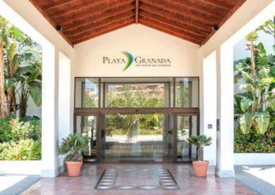 Fachada del Hotel Playa Granada Club