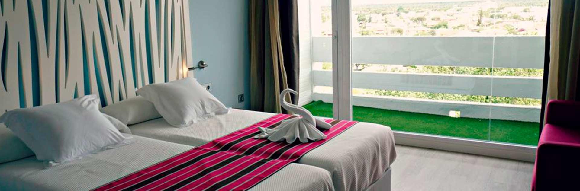 Habitación doble, dos camas del Hotel Flamero en Matalascañas