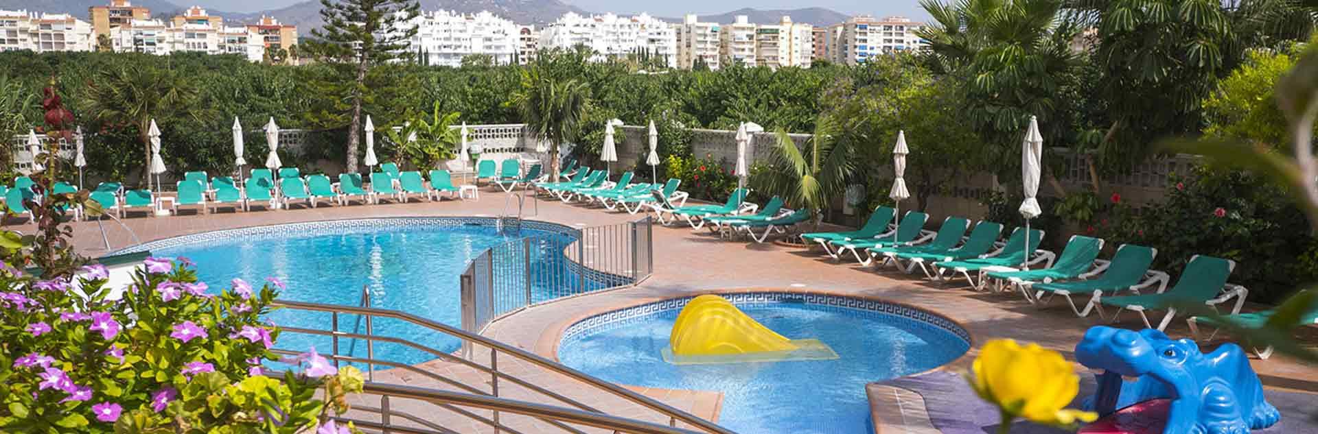 Exteriores, piscinas del hotel de Almuñecar Victoria Playa