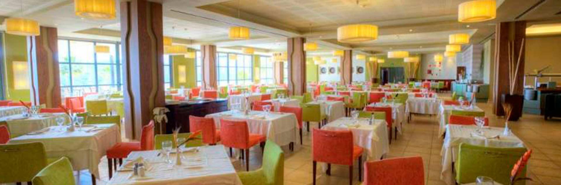 Mesas del Restaurante del hotel Valle del Este en Vera