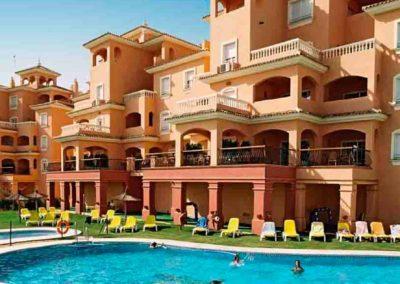 Fachada y piscina del Hotel Dunas de Doñana 3*