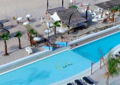 Piscina vista desde una de las habiaciones del On Hotels Oceanfront