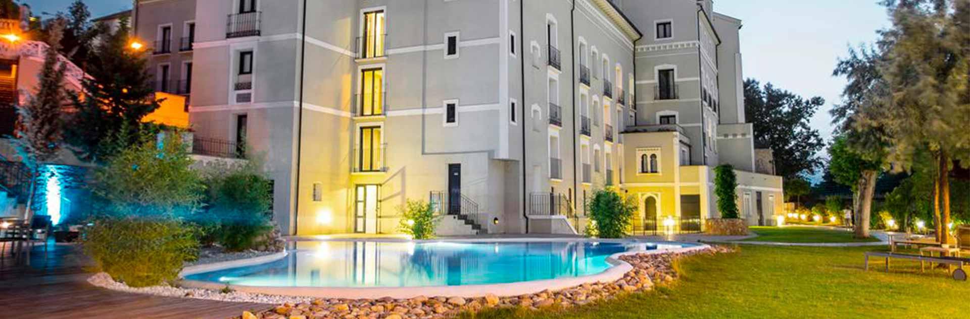 Fachada exterior y piscina del Hotel Balneario Alhama De Aragón4*