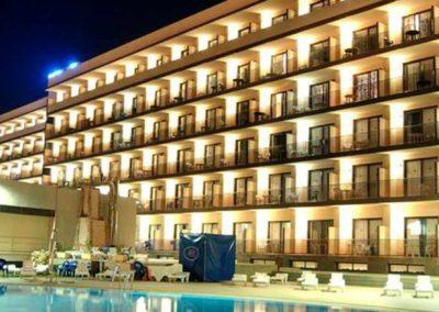 Hotel Vik Gran Hotel Costa del Sol fachada nocturna
