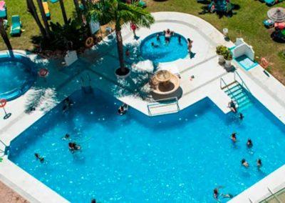 Piscina del hotel Parasol Garden en Torremolinos