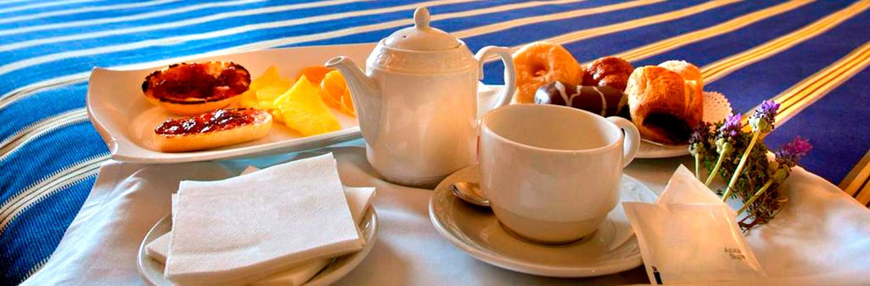 Desayuno en habitación del Hotel Florazar 3*