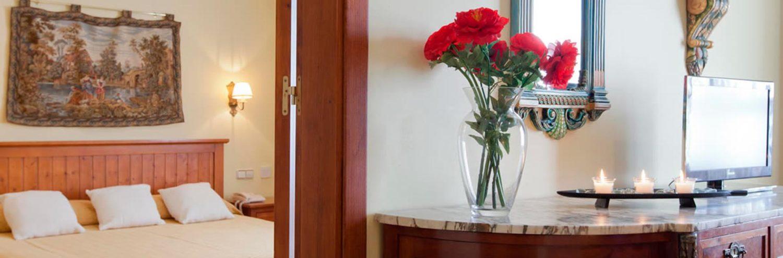 Decoración habitación en Hotel Reyna de Casona 3*