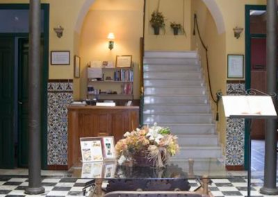 Entrada del Hotel Soterraña, escapada cultural.