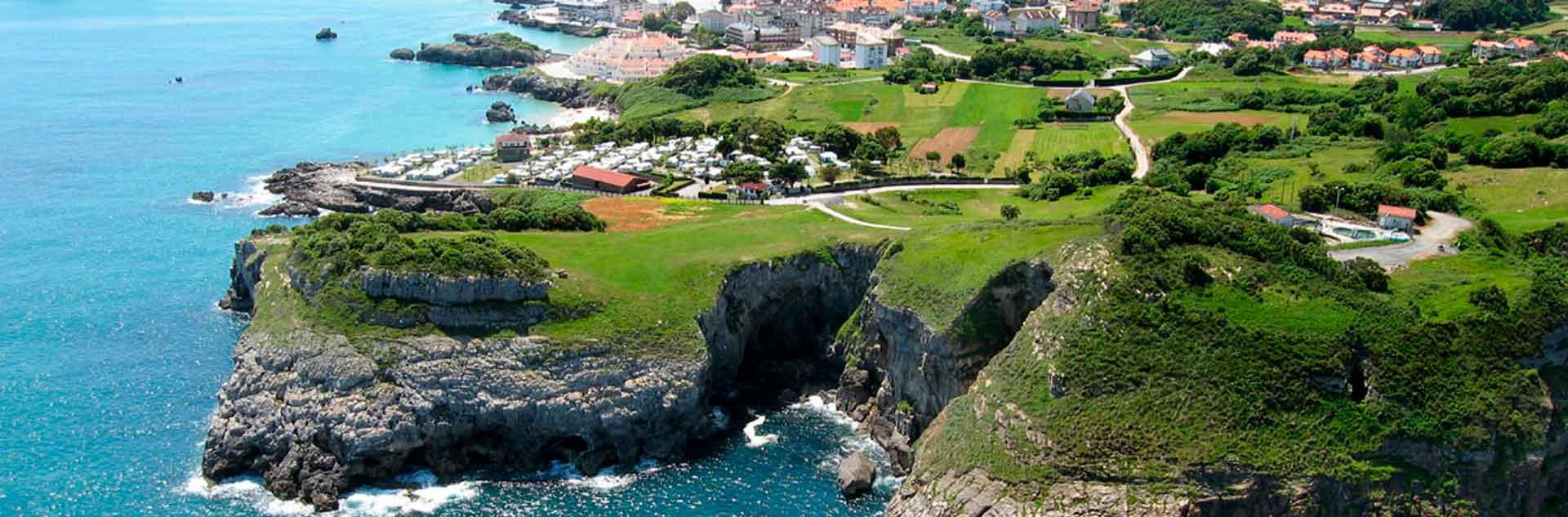Vista panorámica de Isla, en Cantabria