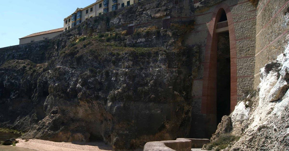 Recorre Melilla y sus imponentes Cuevas del Conventico
