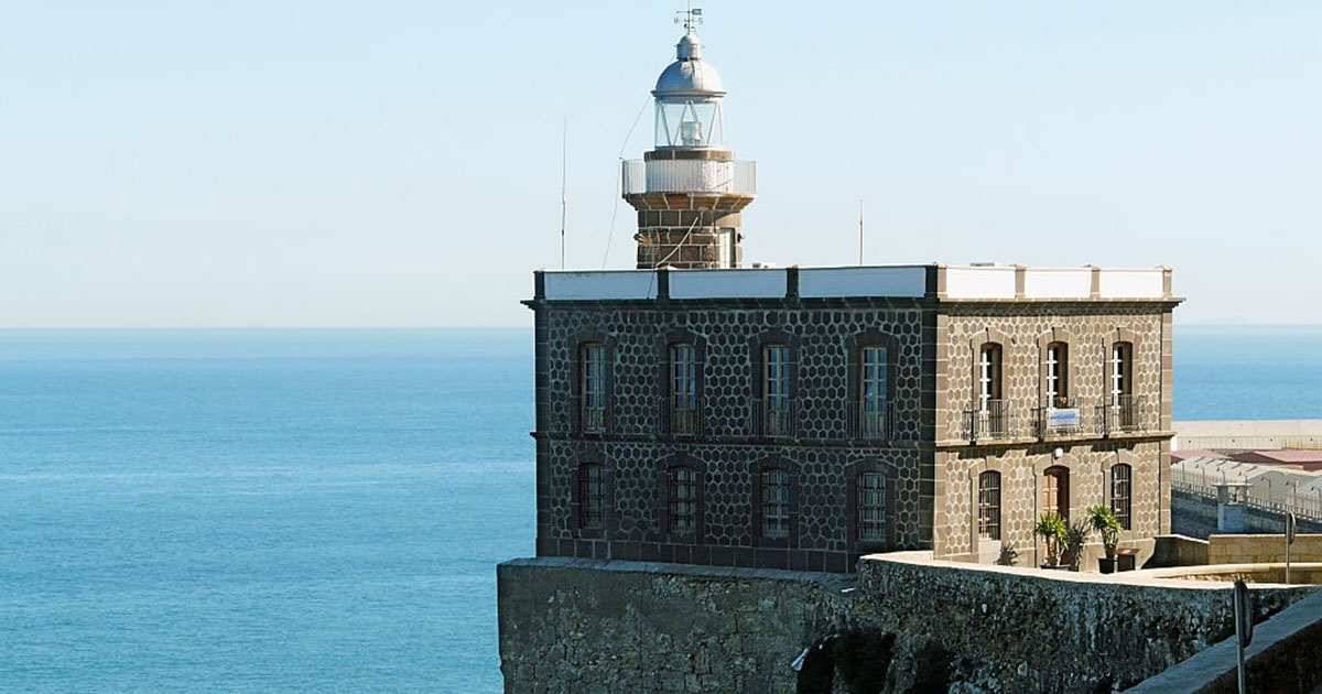 Recorre Melilla y su el hermoso Faro en la ciudad fortificada