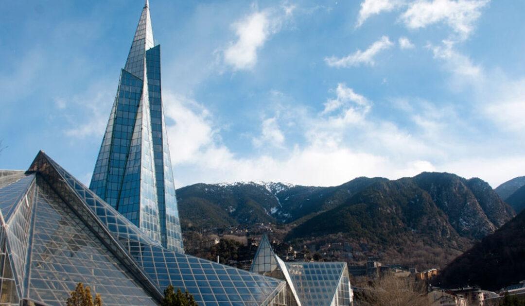 Escápate a un viaje, haz turismo de otoño en Andorra y disfruta de su Complejo termal de Caldea