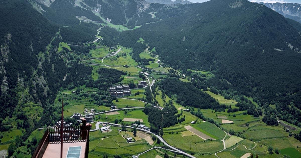 Vista aérea del mirador Roc del Quer en Canillo en Andorra