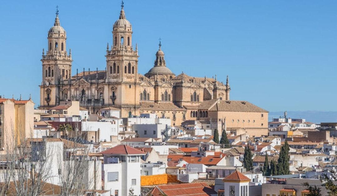 Techos invernales de la ciudad y la Catedral en Jaén, Andalucía
