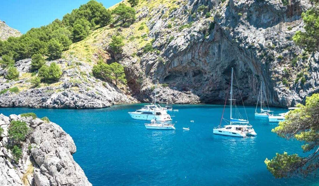 No te puedes perder de la Cala Sa Calobra al visitar la isla de Mallorca con hoteles todo incluido 4 estrellas
