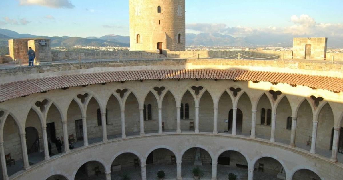Alójate en los Hoteles todo incluido y conoce la Fortaleza Bellver en La Palma de Mallorca