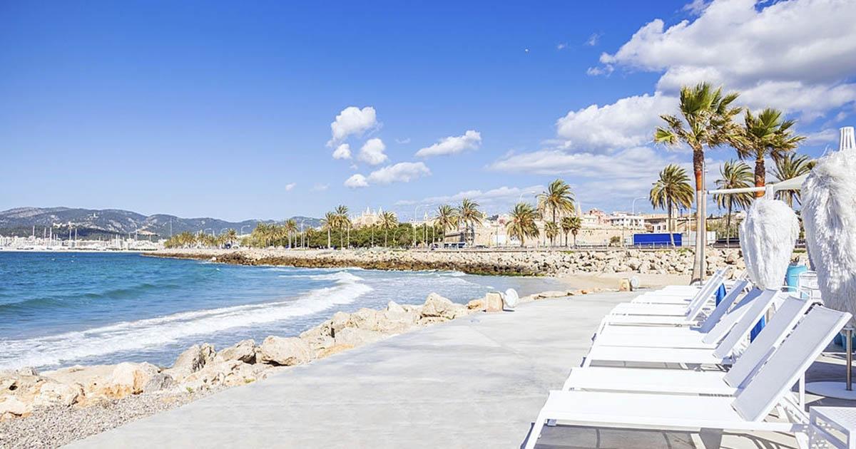 Playa y paseo marítimo la Palma de Mallorca