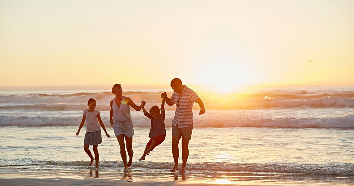 familia en la playa de Matalascañas